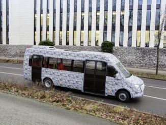 Mercedes-Benz Minibus: Neue Mercedes Benz Minibusse am Start: Die nächste Generation fährt bereits im Versuch auf öffentlichen Straßen