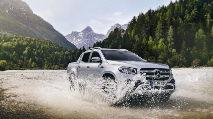 Mercedes-Benz X-Klasse – Exterieur X 350 d 4MATIC, 190 kW (258 PS), diamantsilber metallic, Austattungslinie POWER, Sports Bar, Roll Cover;Kraftstoffverbrauch kombiniert: 9,0-8,8 l/100 km, CO2-Emissionen kombiniert: 236-230 g/km* Mercedes-Benz X-Class – Exterior X 350 d 4MATIC, 190 kW (258 PS), diamond silver metallic, equipment line POWER, Sports Bar, Roll Cover;Combined fuel consumption: 9.0-8.8 l/100 km, combined CO2 emissions: 236-230 g/km*